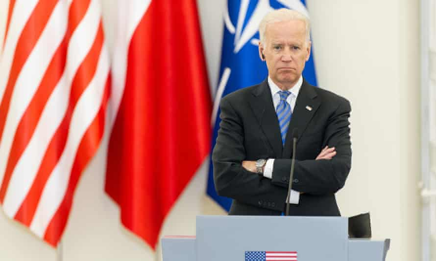Joe Biden and the president of Poland Bronislaw Komorowski attend a press conference.