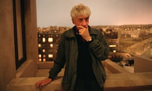 1997: French director Alain Resnais on set of his movie On Connait la Chanson.