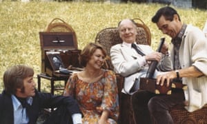 1977: Ellen Burstyn, David Warner, John Gielgud and Dirk Bogarde on the set of Providence, directed by Alain Resnais.