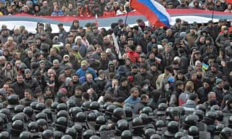 Riot police guard Kharkiv building