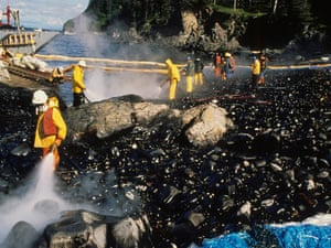 a description of the exxon valdez oil spill An oil tanker, the exxon valdez, has run aground off the alaskan coast, releasing crude oil into the sea.