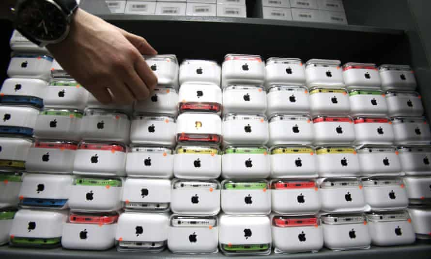 Apple sold 151.5m iPhones in 2013.
