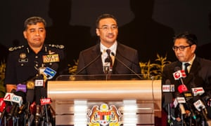 Malaysian Defence Minister and acting Transport Minister Hishamuddin Hussein (C), Malaysia Police Inspector General, Khalid Abu Bakar (L) and Malaysia's Departmnet Civil Aviation Director General Azharuddin Abdul Rahman (R) during a media conference in Kuala Lumpur on 25 March 2014.