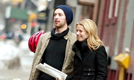 GWYNETH PALTROW AND CHRIS MARTIN WALKING IN NEW YORK, AMERICA - 21 FEB 2003