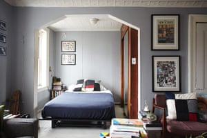 Homes - small spaces: interior of a small apartment with bed in alcove