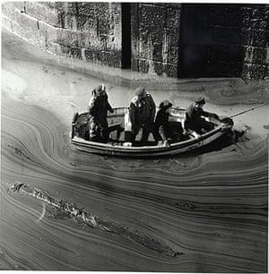 Jane Bown: Torrey Canyon Disaster, Cornwall, 1967