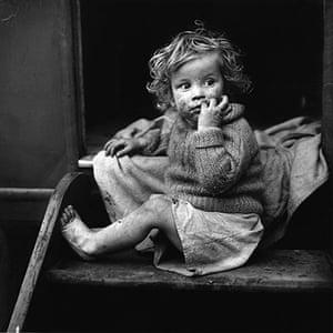 Jane Bown: Jane Bown Gypsy Child in Kent, 1961
