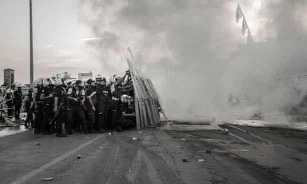 police shoot gas bombs