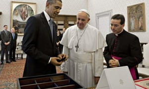 Barack Obama gives Pope Francis a chest holding a variety of seeds from the White House garden