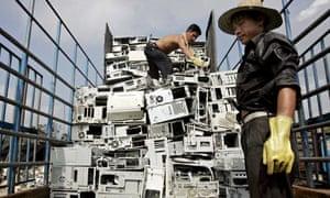 Chinese worker at Guiyu