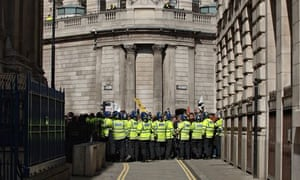 police kettle protesters outside the Bank of England