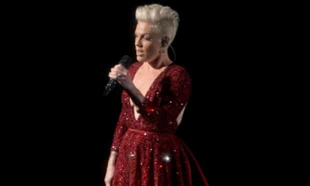 Pink sings Somwhere Over the Rainbow at the 86th Academy Awards