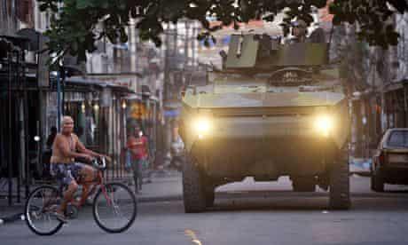 Soldiers Mare favela Rio