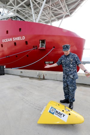 Director of ocean engineering of the US navy, captain with the pinger locator.  The devise will be towed by the Australian ship Ocean Shield at naval base 60kms south of Perth.
