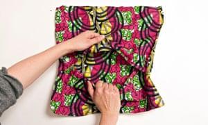 e cushion cover - Do SomethingHow to make a simple cushion cover - Do Something - envelope back
