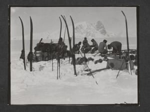 Foundering in soft snow. Bowers' sledge team, Wilson pushing, Oates and PO Evans repairing, Beardmore Glacier, 13 December 1911.