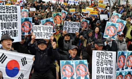 A protest outside the district court in Suwon against the South Korean opposition MP Lee Seok-ki