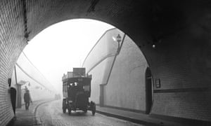 A bus entering the Blackwall tunnel in 1922