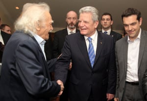 German President Joachim Gauck (C) talks with leader of the main opposition party Alexis Tsipras (R) and Manolis Glezos (L), a veteran of the resistance against Nazis, during their meeting in Athens, Greece, 06 March 2014.