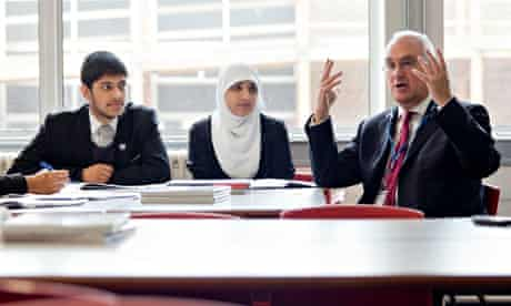 Sir Michael Wilshaw chats to pupils