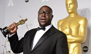 Steve McQueen with his Oscar