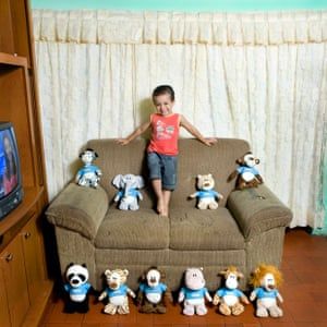 Gabriel Pascoal, 3 - Sao Paulo- Brasil Gabriele is the second of two brothers. He lives with his parents, his brother and his grandmother in a small house in a poor neighborhood of Sao Paulo. 90% of the toys that he has are palouches of animals with the t-shirt of Nestle. All of them are gifts that his mother gets collecting points from milk and yogurt Nestle    Gabriele Galimberti / Riverboom.