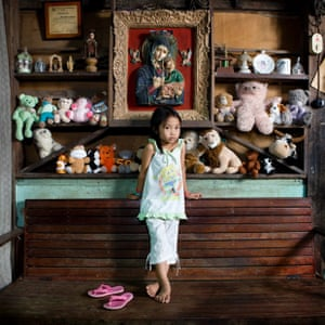 Allenah Lajallab, 4  - El Nido, Philippines  Allenah Lajallab, 4 years. she was born and raised in El Nido, a small town north of Palawan in the Philippines. In El Nido there weren't  hospitals and she was born at home. She has a lot of peluches animals and her favourite is the orange one because she love the colour. The one that she doesn't like at all is the white one because it gets dirty too easily.