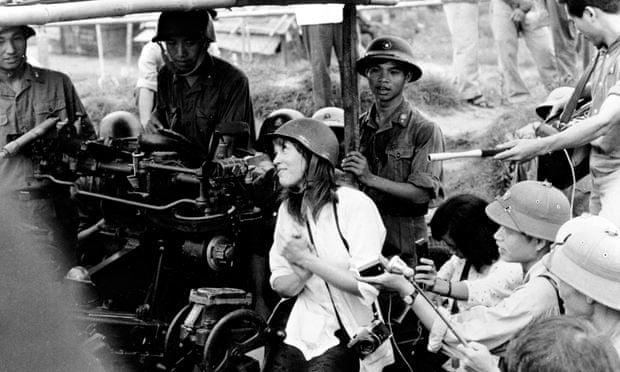 [Jeu] Association d'images - Page 18 Jane-Fonda-was-at-the-pea-012