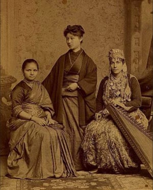 1885 :: Anandi Joshi (L) The First Female Doctor from India as student at Women's Medical College of Pennsylvania.