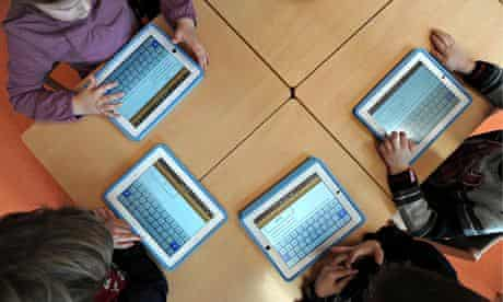 FRANCE-EDUCATION-SCHOOL-TECHNOLOGIES