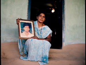 Usha found her husband Marotrao dead in their cotton field in Yavatmal