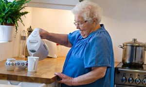 Independent elderly lady - Should residents at care homes help to do chores?