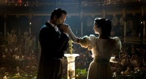 Benjamin Bratt and Giovanna Mezzogiorno in Love In The Time Of Cholera, 2007