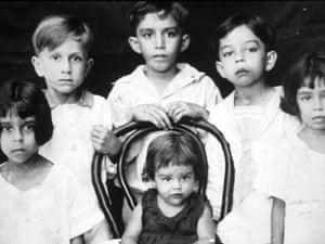 Gabriel García Márquez and family