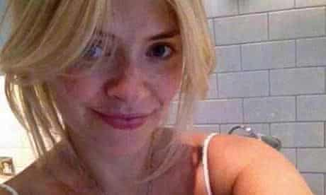#NoMakeUpSelfie Holly Willoughby