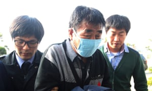 Lee Joon-seok, centre, arrives at the headquarters of the team investigating the tragedy in Mokpo.