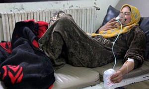 Syrian woman uses oxygen mask