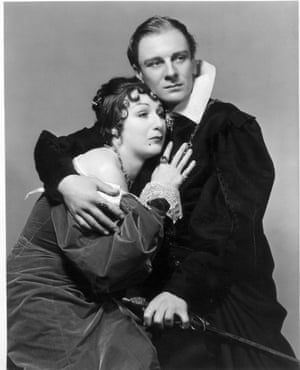 John Gielgud with Judith Anderson as Gertrude in 1936