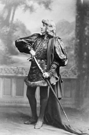 Sarah bernhardt as Hamlet. Undated photograph.