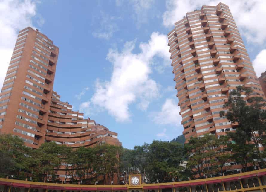 The Torres del Parque apartment building