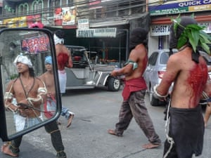 Catholics whipping themselves in Philippines