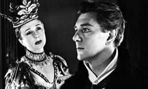 Googie Withers (left) and Michael Redgrave in a 1958 RSC production of Hamlet