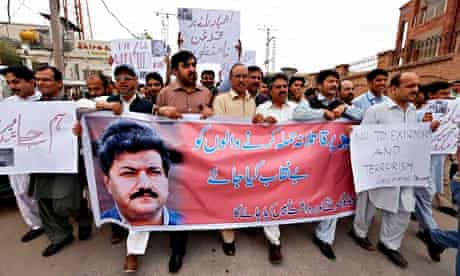 Pakistani journalists protests over shooting of Hamid Mir