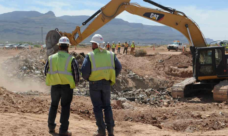 Workers monitor progress at the old Alamogordo landfill in search of buried Atari games in Alamogordo, New Mexico.