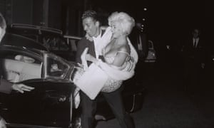 Jane Mansfield and Mike Hargitay leaving 'Piccola Budapest' in Rome, October 1962.