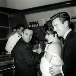 Jack Lemmon, Joan Collins and Robert Wagner at Caffè dell'Epoca in Rome, October 1961.