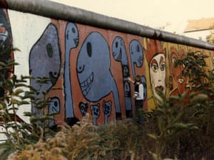 Dinos. Thierry Noir painting the Berlin wall in 1985