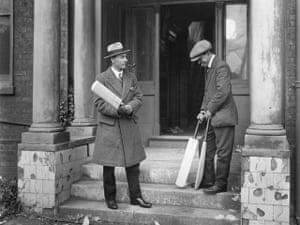 memory lane: Sir Jack Hobbs Testing Bats