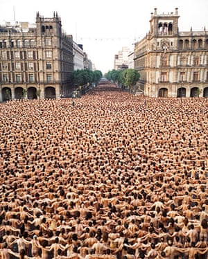 Spencer Tunick: Mexico City 5 (Zócalo, MUCA/UNAM) 2007