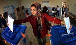 Iraqi woman casts vote in polls 2014